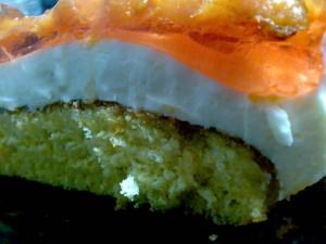 Бисквитно-творожно-абрикосовый десерт