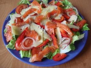 Овощной салат с семгой