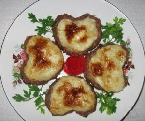 Медальоны из мясного фарша с картофельным пюре внутри