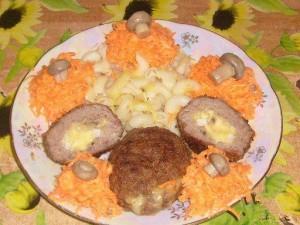 Зразы, макарошки и морковный салатик