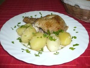 Курица, запеченная в рукаве  и отварной картофель