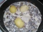 Грибочки в сметанном соусе