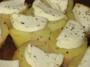 Картофель с козьим сыром и розмарином