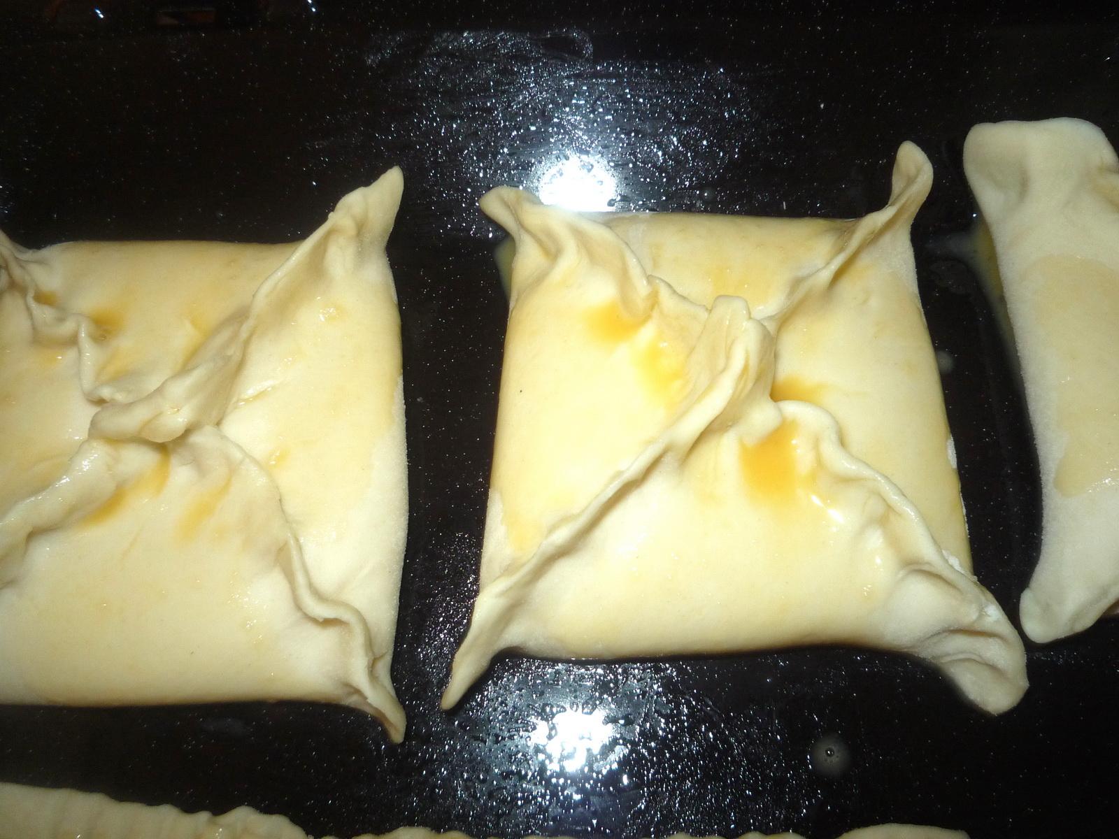 Конвертики с начинкой из слоеного теста рецепт пошагово