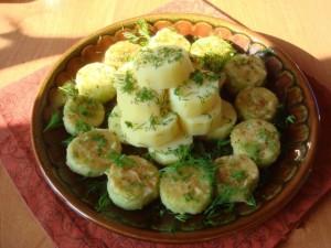 Жареные огурцы с отварной картошечкой