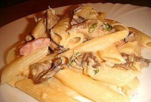 Макарики с грибами и ветчинкой со сливками