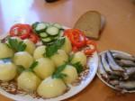 Отварная картошечка с соленой килечкой