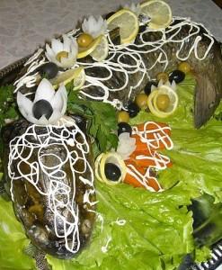 Белый амур, фаршированный белыми грибами  и луком