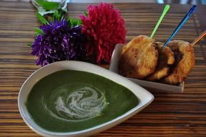 Крем-суп из шпината с мясными улитками