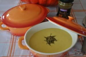 Крем-суп из тыквы и картофеля с песто