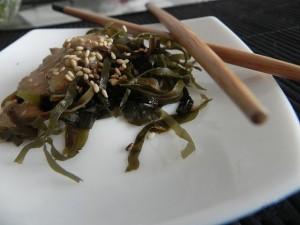 Китайский салат из водорослей   с ореховым соусом