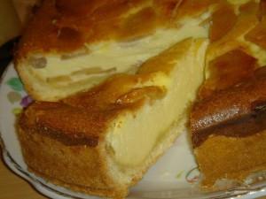 Песочный пирог с творожно-яблочной начинкой