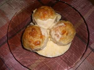 Рисовые шарики с курицей в сырном соусе