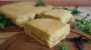 Пирог с луком и сыром