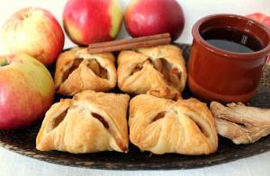Слойки с яблоком, имбирем и корицей