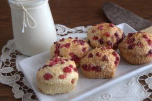 Творожные кексы с брусникой